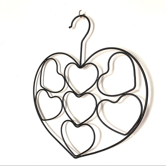 Other - Heart shaped scarf holder organizer black metal